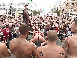 いたずらなきらめきのためのゲイパレードと肛門乱交パーティー